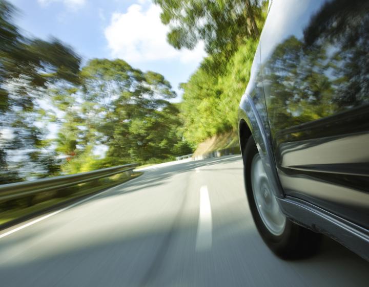 Moderne Fahrzeuge bei den Fahrübungen